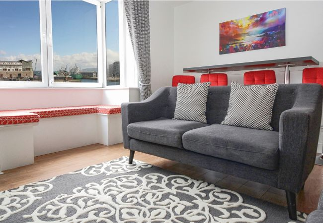 Apartment in Galway City - Harbour and Water View Duplex Apartment in a private building. 3 min walk to Eyre Square